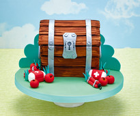 Loot chest cake from the August/September issue of Cakes & Sugarcraft magazine out now!