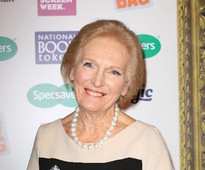 Mary Berry collecting award